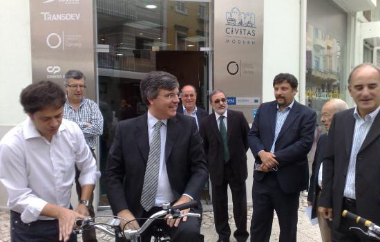 "<a href=""/content/coimbra"">Coimbra</a> MODERNthe Mayor of Coimbra uses the bicycle to reach the car-sharing<a href=""/thematic-categories/mobility-marketing-and-awareness-raising"" typeof=""skos:Concept"" property=""rdfs:label skos:prefLabel"" datatype="""">Mobility marketing and awareness raising</a> <a href=""/transport-modes/cycling"" typeof=""skos:Concept"" property=""rdfs:label skos:prefLabel"" datatype="""">Cycling</a>"