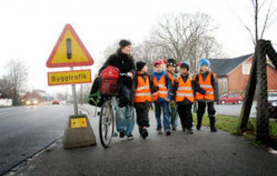 """<a href=""""/content/malm%C3%B6"""">Malmö</a> SMILEschool childrenway to schoolwalking school bus<a href=""""/thematic-categories/enhancing-passenger-security"""" typeof=""""skos:Concept"""" property=""""rdfs:label skos:prefLabel"""" datatype="""""""">Enhancing passenger security</a> <a href=""""/transport-modes/walking"""" typeof=""""skos:Concept"""" property=""""rdfs:label skos:prefLabel"""" datatype="""""""">Walking</a>"""